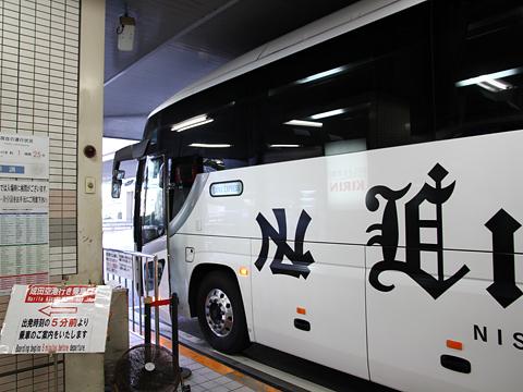 西鉄高速バス「Lions Express」 8546 横浜YCAT到着 その2
