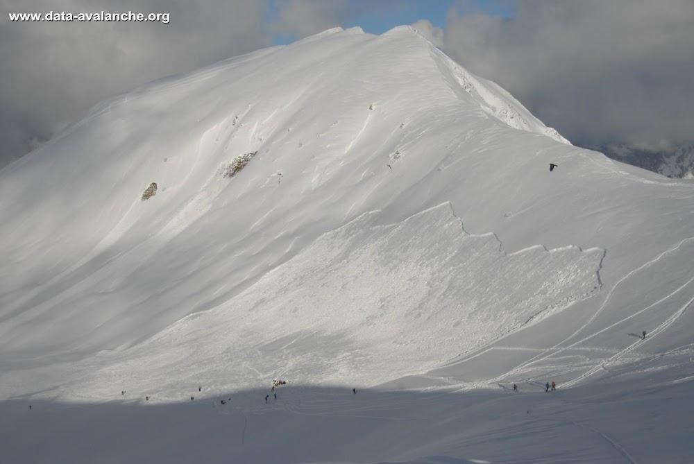 Avalanche Aravis, secteur Montagne de Sulens, Sous l'arête du Grand Sulens dans la combe NW - Photo 1 - © Tib74