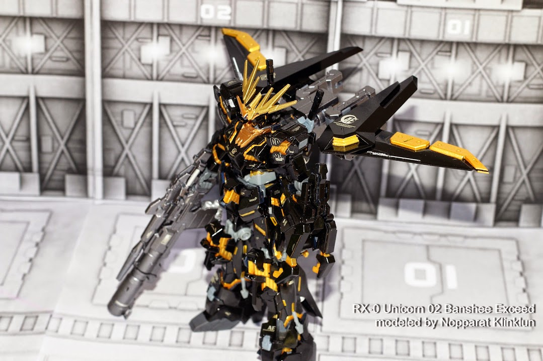 HG 1/144 ประกายแสงทองในความมืด ราชสีห์ทมิฬ RX-0 Unicorn 02 Banshee Exceed โดย deary