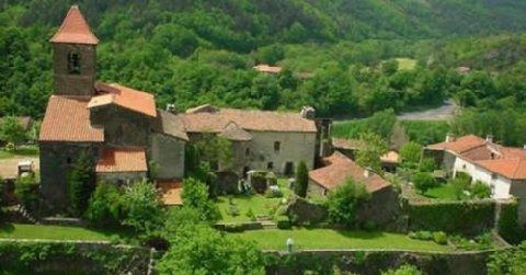 Vue aérienne du village de Saint-Arcons d'Allier