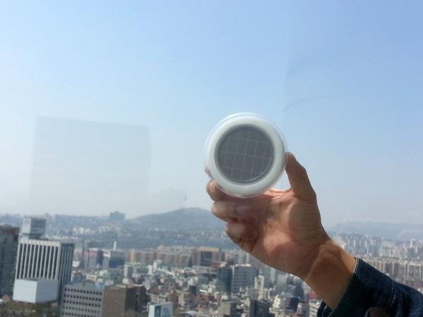 *太陽能充電插座(吸盤式):可直接黏在玻璃上充電! 2