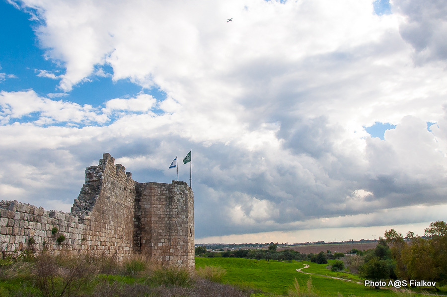 Крепость Бинар Баши. Экскурсия в Антипатрис. Парк Афек. Гид в Израиле Светлана Фиалкова.