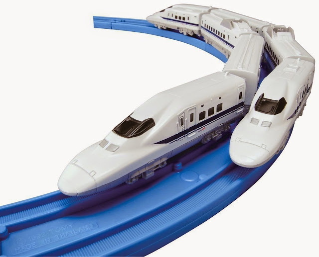 Tàu được thiết kế để vừa vặn với đường ray cơ bản có răng cưa