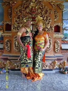 pakaian adat bali pakaian tradisional bali baju adat bali 225x300 Pakaian Adat Tradisional Indonesia
