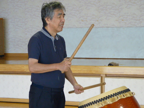 太鼓の練習をしました