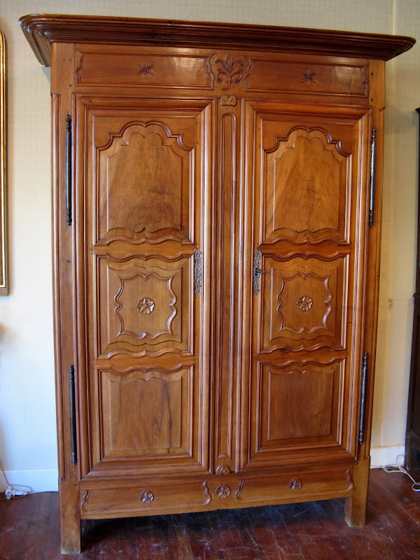 ancienne armoire en noyer blond poque xviii me si cle ebay. Black Bedroom Furniture Sets. Home Design Ideas