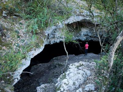 Ens desviem per visitar la Cova Negra de Mata-solana