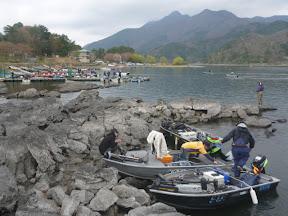 河口湖は減水で着岸も厳しい