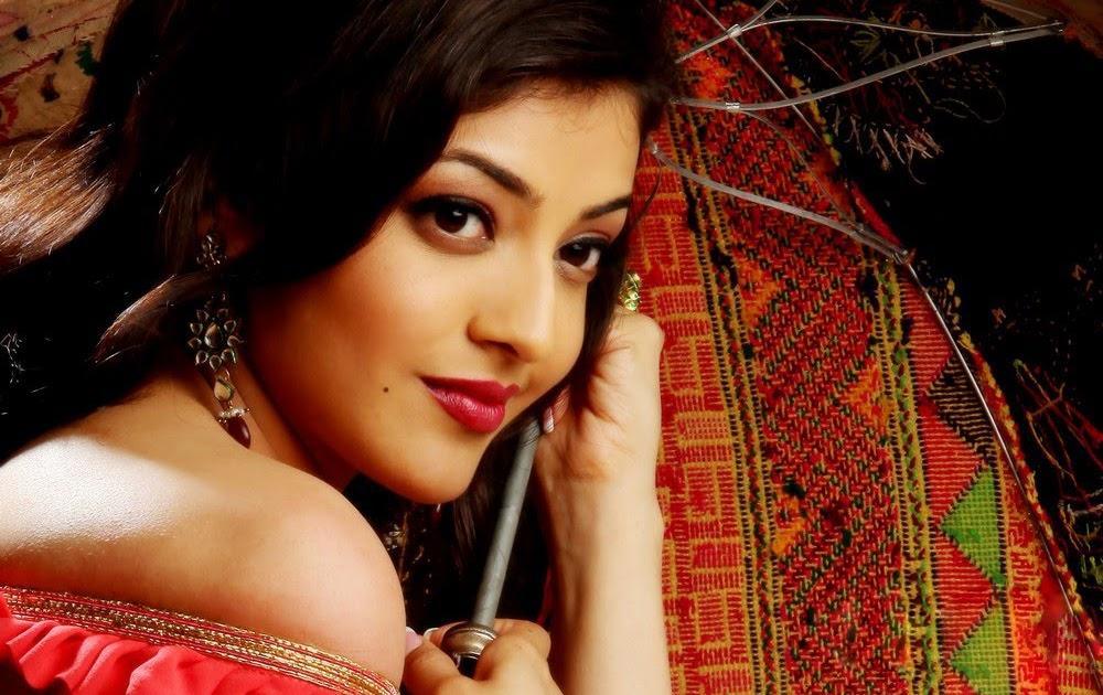 MQ - Malayalam Queens: Cleavage Showing Sayali_Bhagat Hot