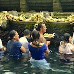 świątynia położona jest przy źródłach uznawanych przez Balijczyków za święte