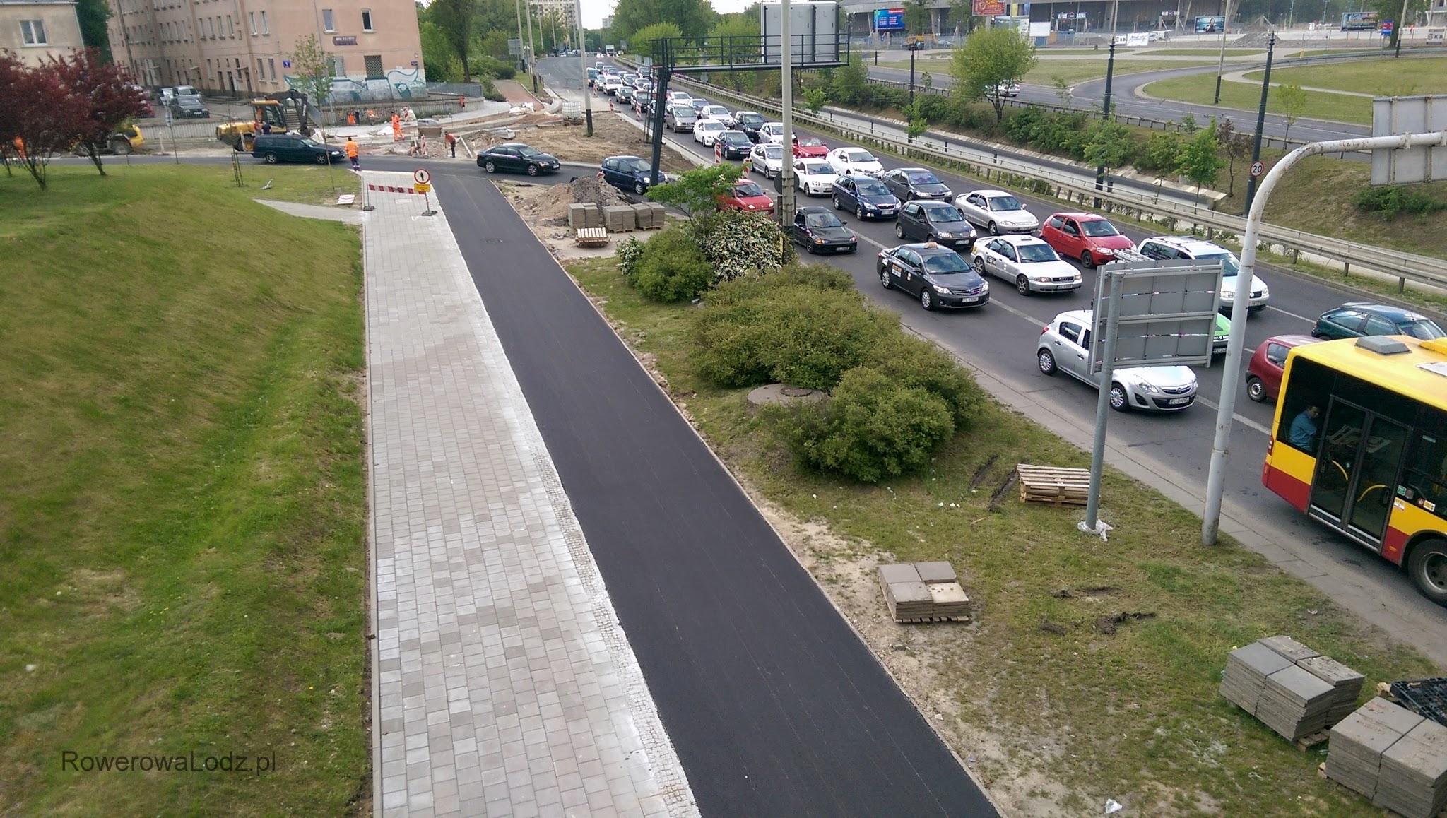 Częste widoki - korki samochodowe a obok wolna od korków droga dla rowerów. Niebawem z rowerzystami ale nadal bez korków!