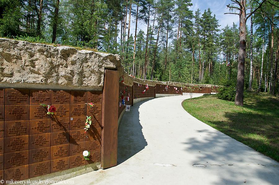 Памятные таблички убитых поляков