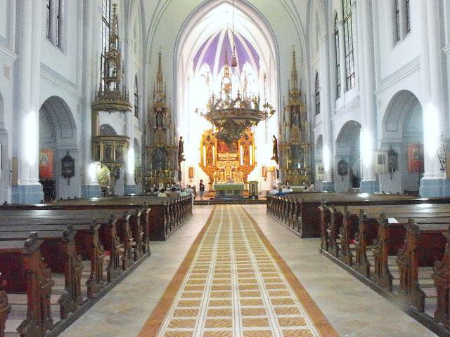 Vinga hatalmas temploma belülről.