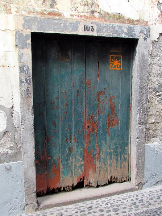 old door - Santa Maria street in old town