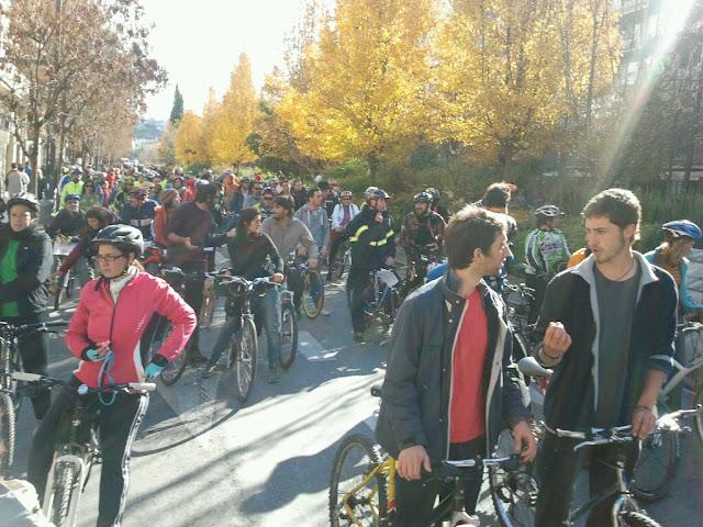 Marcha ciclista: NO a al prohibición de circular en bici por Gran Vía y Reyes Católicos 2012-12-16%252012.37.16