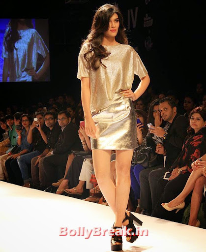 , Kriti Sanon Hot pics from Lakme Fashion Week in Silver Dress