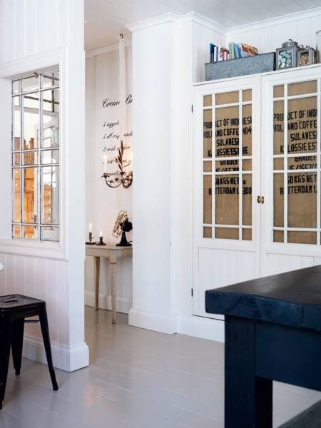 Boiserie c ingressi gallerie d 39 arte o guardaroba for Guardaroba ingresso
