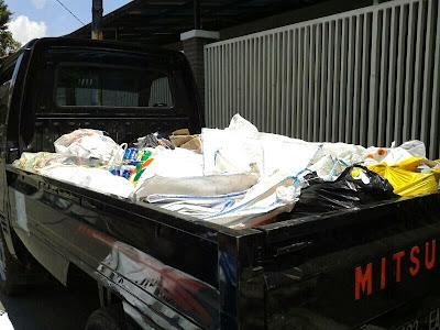 kegiatan bank sampah unit warung jambu kiara condong