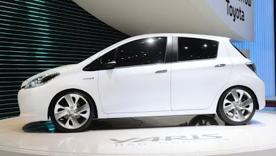 Первые фото Toyota Yaris Hybrid