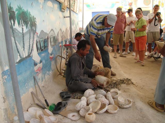 فى مصر الرجل تدب مكان ماتحب ( خاص من أمواج ) 100607-102320-s