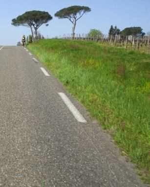 Straße durch die Hügel der Gascogne, Frankreich