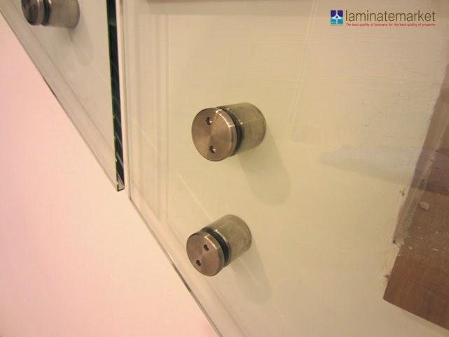 งานติดตั้งราวบันไดกระจกเทมเปอร์ใส 10 มม. บ้านกลางเมืองพระราม 9