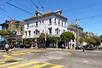"""Das Viertel """"Haight-Ashbury"""" (namensgebend sind die beiden Straßen, die sich hier auf dem BIld kreuzen) ist als alternatives Hippie-Viertel bekannt."""