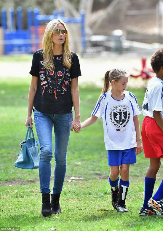 Siêu mẫu Heidi Klum giản dị dẫn con đi tập banh