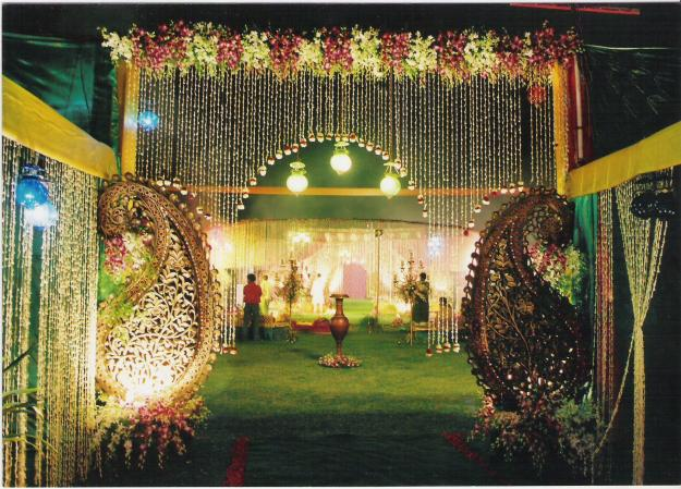 Thamanah boutique indian wedding decoration it is good to use seasonal flowers as it sets the mood for the celebration thre are some flower wedding decoration junglespirit Gallery