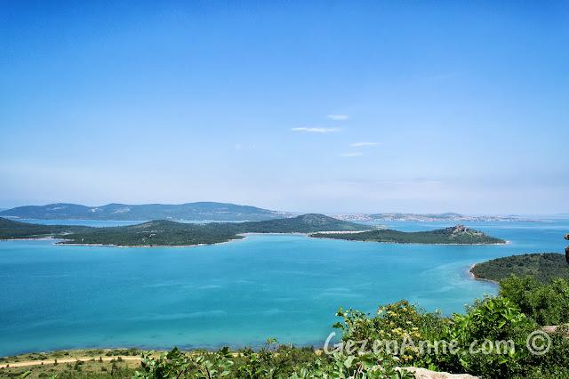 Ayvalık Şeytan Sofrası'ndan Hakkıbey Yarımadası ve Cunda görüntüsü