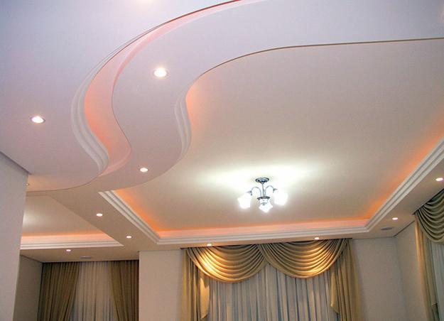 fotos de decoracao de interiores em gesso:Uma decoração bem sofisticada com sanca abertas em curvaturas.