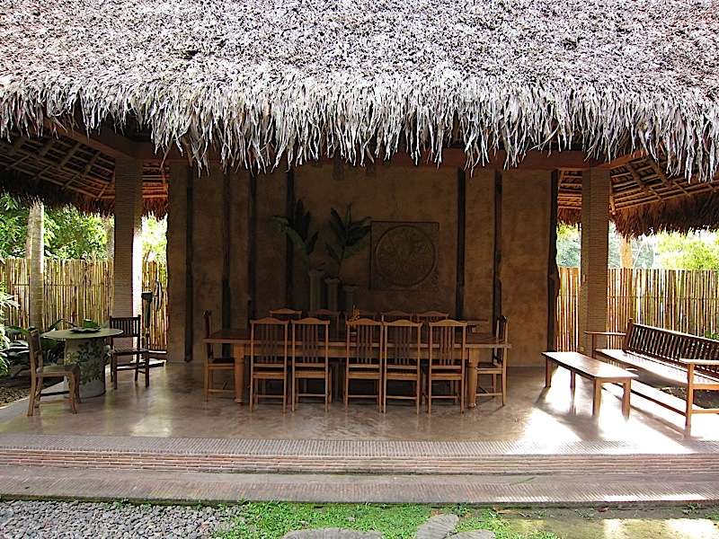 nipa hut with a dining table at Ugu Bigyan Potter's Garden
