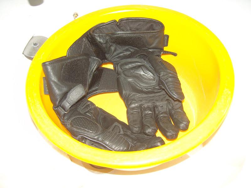 Entretien - Page 2 Nettoyer-ses-gants-cuir-2