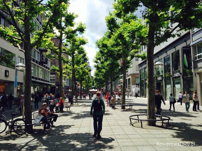 Ulica dla ludzi - pieszych i rowerzystów.