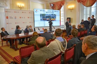 Autobusy LNG - prezentacja pojazdów w czasie konferencji prasowej