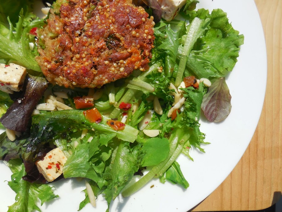 Healthy Toddler Meals: tuna cakes by Welcome to Mommyhood #tunacakes #healthytoddlermeals