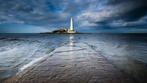 Causeway to St. Mary's Island, Whitley Bay, England.jpg
