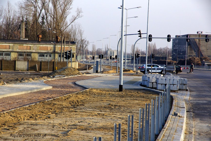 Peron przystankowy jakby miały się tu przewalać tłumy pieszych. Tylko ZDiT nie planuje tutaj puszczania ani jednej linii autobusowej.