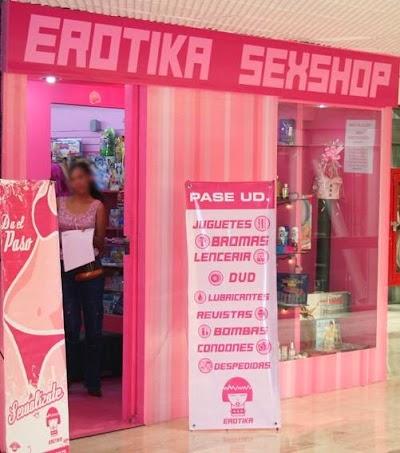 sienna-kane-sex-shop-sucker-bunny-ranch-girls-having-sex