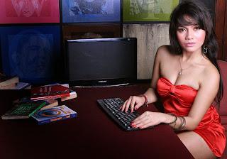 foto seksi tia agustin