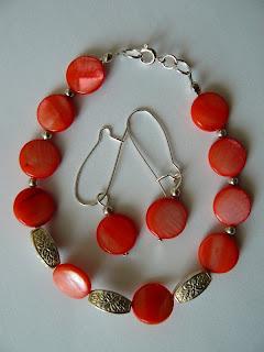 biżuteria z półfabrykatów - landrynkowa masa perłowa (kolczyki i bransoletka)