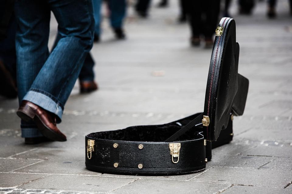 guitar-case-485112_960_720.jpg
