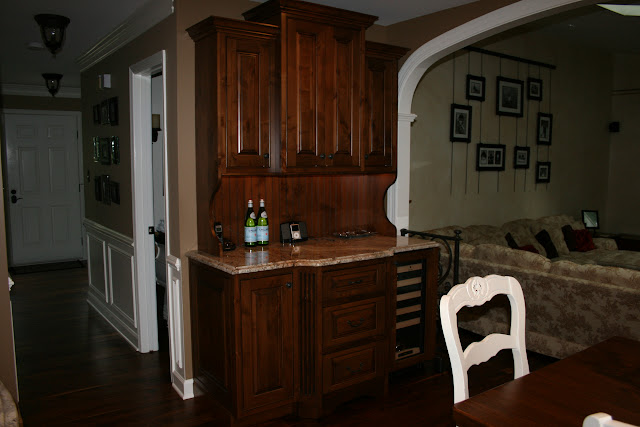 Anyone have brackets/corbels under top cabinet ends?