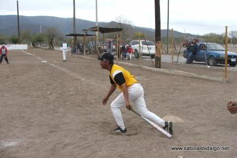 Salvador Velázquez de Perrones en el softbol del Club Sertoma
