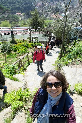 Yoros Kalesi'ne doğru çıkarken, Anadolu Kavağı