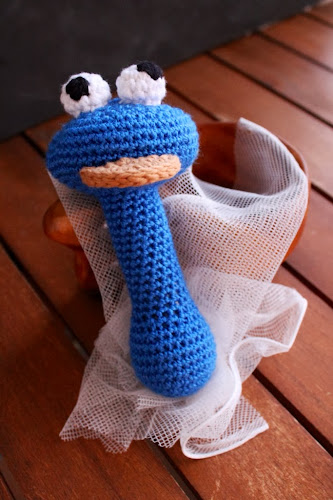 monstre de les galetes de ganxet cookie monster crochet rattle