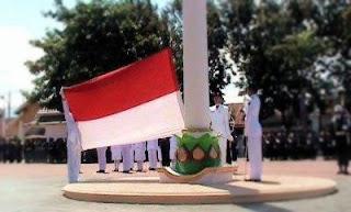 foto pengibaran bendera