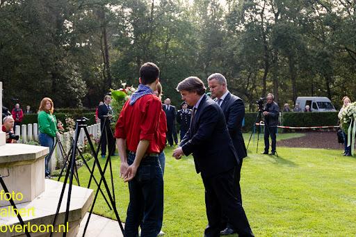 herdenkingsdienst  en een stille tocht naar het Engelse kerkhof 12-10-2014 (63).jpg