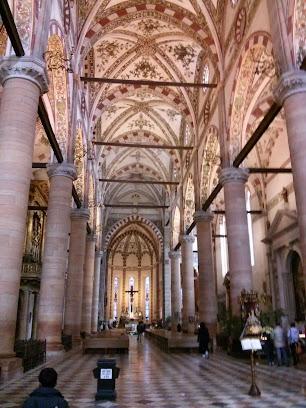 Sant'Anastasia interno