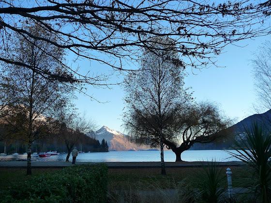 Muchos paisajes de montañas nevadas en Queenstown
